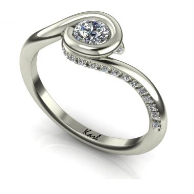 Girlie Folies eljegyzési gyűrű